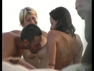 Beach friends hidden oralsex